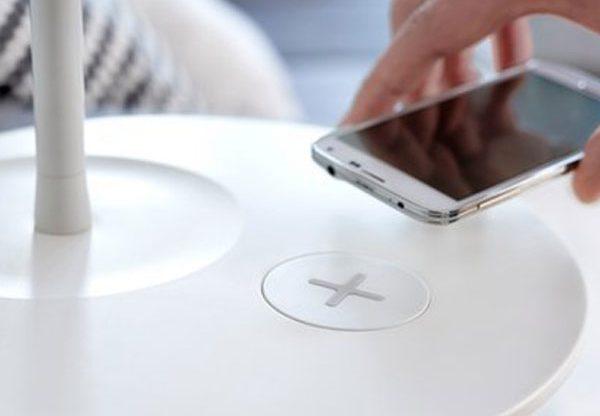 אפשר להטעין את הסמארטפון על הספה? המטען החדש של איקאה