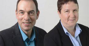 """מימין: ד""""ר איה סופר, מנהלת טכנולוגיות בינה מלאכותית, וגבי זודיק, מנהל טכנולוגיות האינטרנט של הדברים - שניהם במעבדות המחקר העולמיות של יבמ. צילומים: מירי דוידוביץ'"""