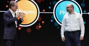 """מימין: ג'ו ביידה, מהנדס ראשי ב-VMware העולמית יחד עם פט גלסינגר המנכ""""ל על הבמה המרכזית ביום הראשון לכנס. צילום: ג'ק מורטון"""