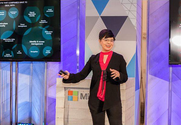 דיאנה קלי, מנהלת הטכנולוגיות הראשית וארכיטקטית ראשית לתחום הגנת הסייבר במיקרוסופט העולמית. צילום: יח''צ מיקרוסופט