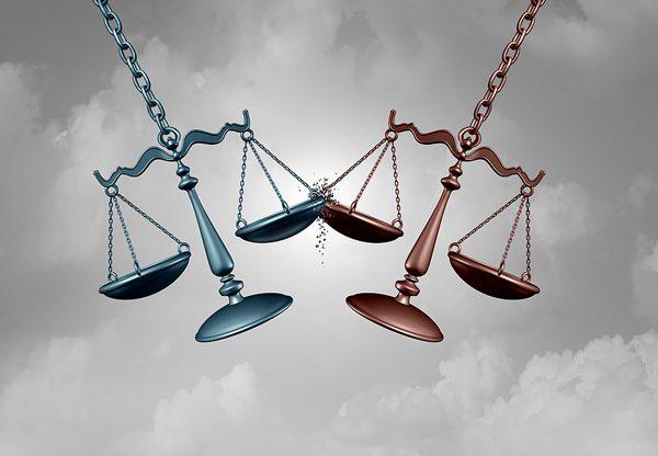 עrפל הוטל על הסכסוך המתמשך בין אורקל לגוגל בשל מותה של השופטת רות ביידר-גינזבורג. אילוסטרציה: BigStock